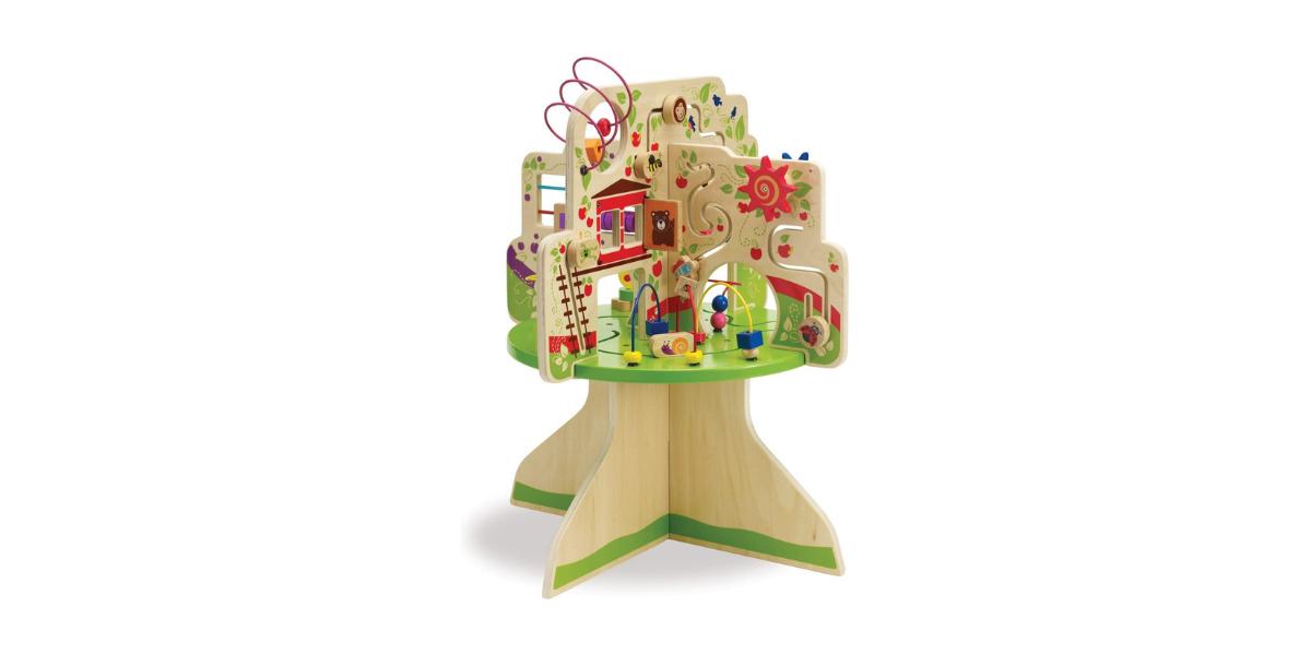 L'arbre d'activité Top Adventure est conçu pour développer la motricité fine et la coordination oeil/main de vos enfants. Avec 4 jeux intégrés (bouliers, roues, labyrinthes, petites fenêtres), l'arbre va développer la curiosité et l'apprentissage chez les plus jeunes. En bois massif, il est solide et peut facilement intégrer une chambre.